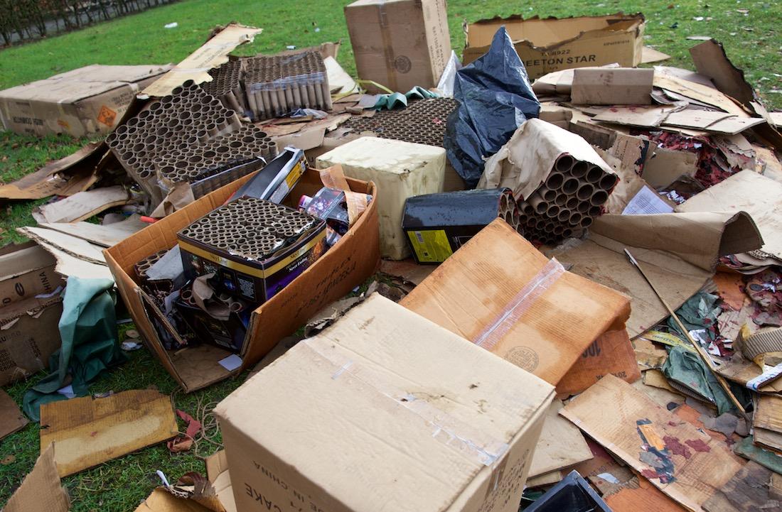 Foto: lege kartonnen dozen waarin vuurwerk heeft gezeten.