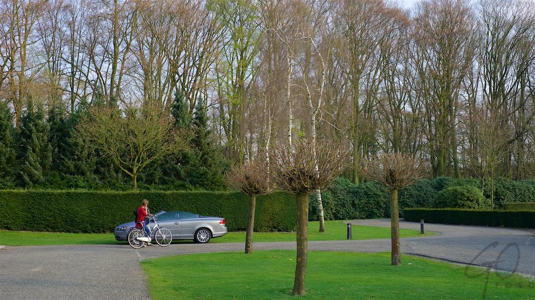 April dag 101 2016. Volvo C70 op kerkhof Dinxperlo.