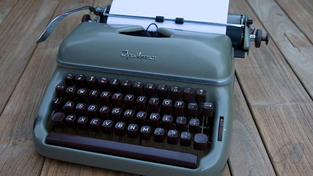 Journalist als Zwitsers zakmes. Foto van een oude schrijfmachine.