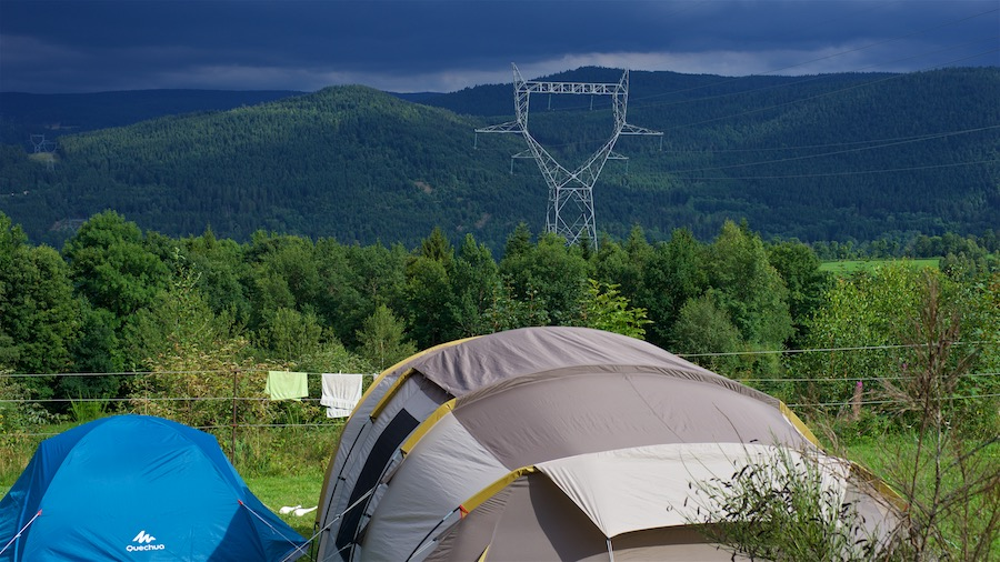 Vakantieverhaal in Frankrijk - elektriciteitsmast boven camping